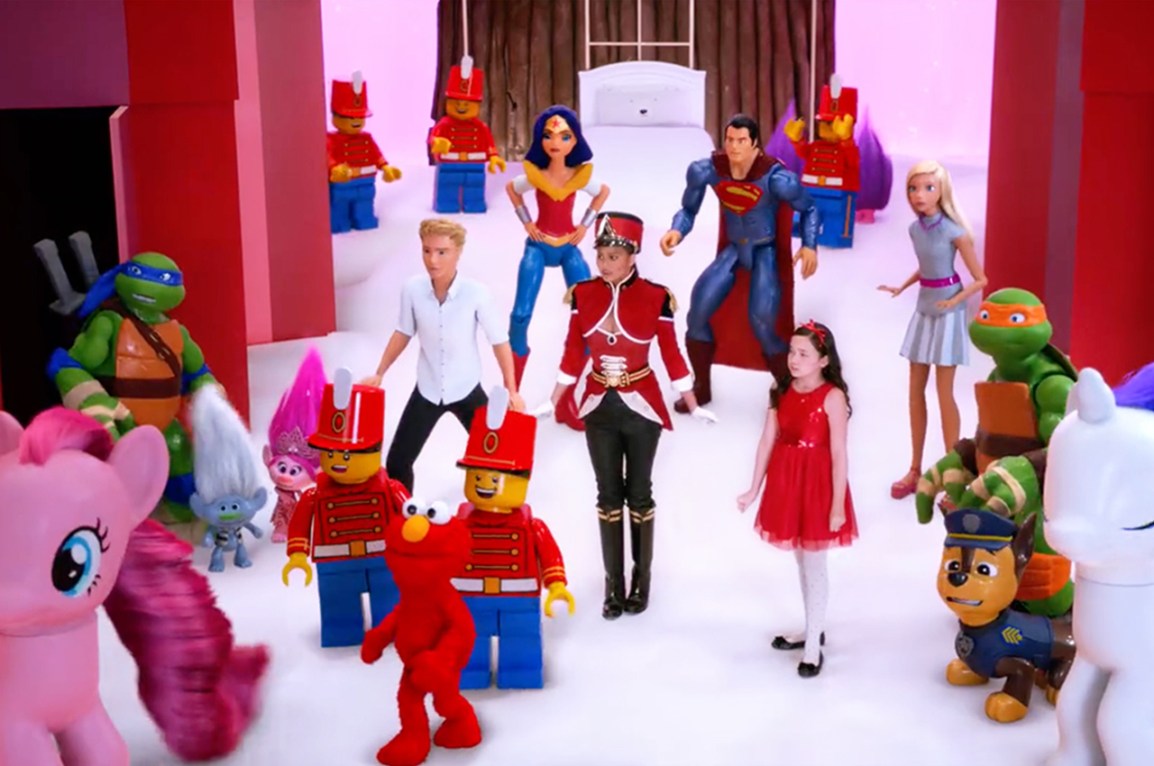 Target Christmas Commercial 2018.Target Creates Mini Musical Spectacular For Christmas The